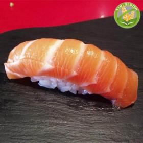 Salmon niguiri (1p)